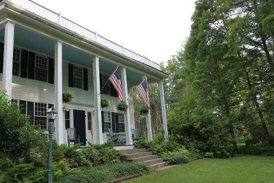 Perkinsville, VT: Front of Inn