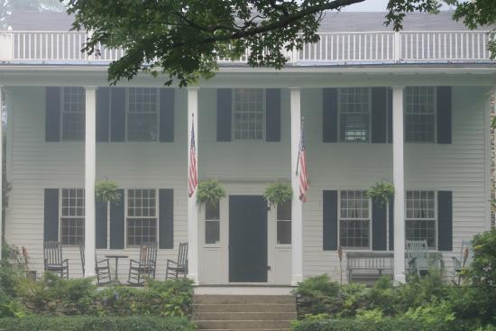 Perkinsville, Вермонт: Front of Inn.