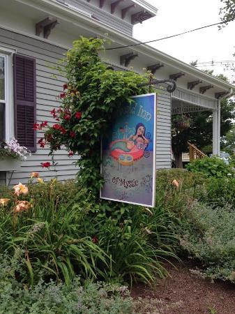 Mermaid Inn of Mystic: quaint inn