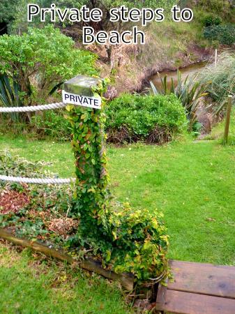 Coopers Beach, Nueva Zelanda: Private steps to beach