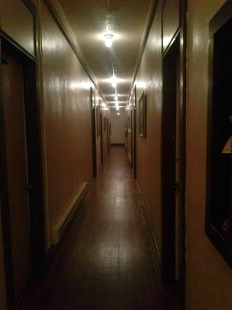 Cassadaga Spiritualist Camp: Hotel Hallway not as scary as it looks..