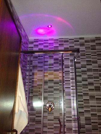 luci bagno : Bagno con luci emozionali ? piccolo benvenuto! - Picture of Hotel ...