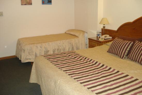 Foto de tronador hotel mar del plata cama matrimonial y for Cama matrimonial y individual