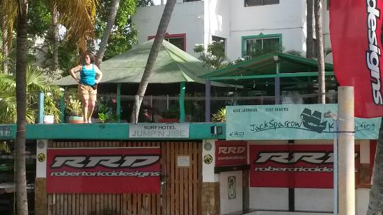 Jump N' Jibe: Parte de atras, salida a la playa