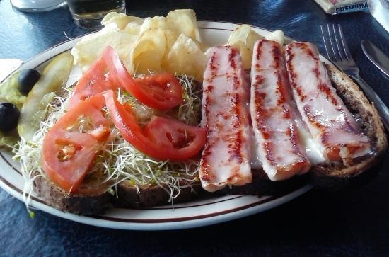 Sundeck Restaurant