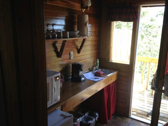 Idyllwild Bunkhouse: kitchen