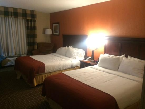 Holiday Inn Express Hotel & Suites Chambersburg: Bedroom