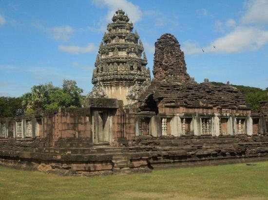 ピマーイ遺跡 - Picture of Prasat Hin Phimai (Phimai Historical ...