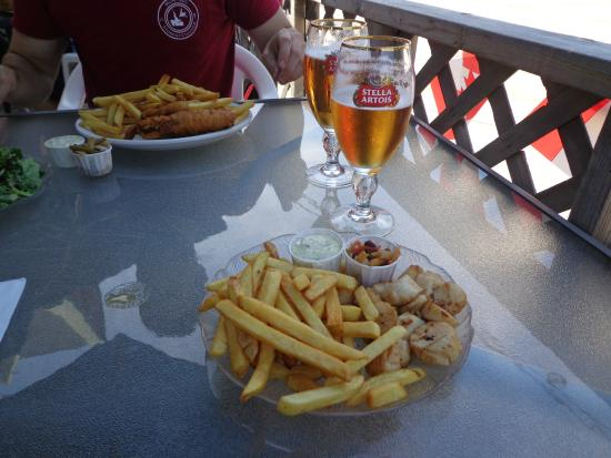 Ye Olde Towne Pub : Scallops and chips (pan fried)