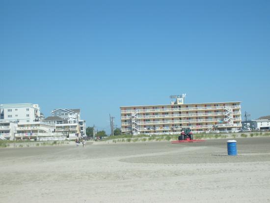 Madrid Oceanfront Condominiums: Hotel vu de la plage