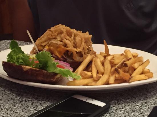 Cadillac Ranch: Burgers=delicious