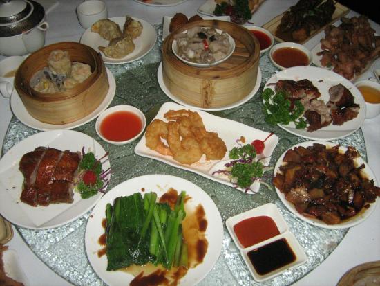Yum Cha Robina: Thats one full table