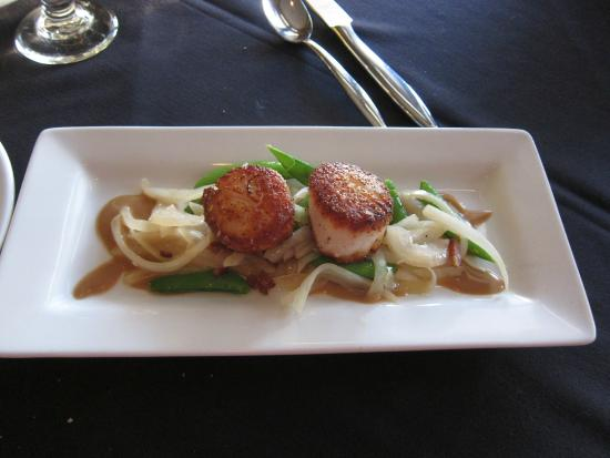 Waterfront Restaurant: scallop is little bit salty, but yet delicious