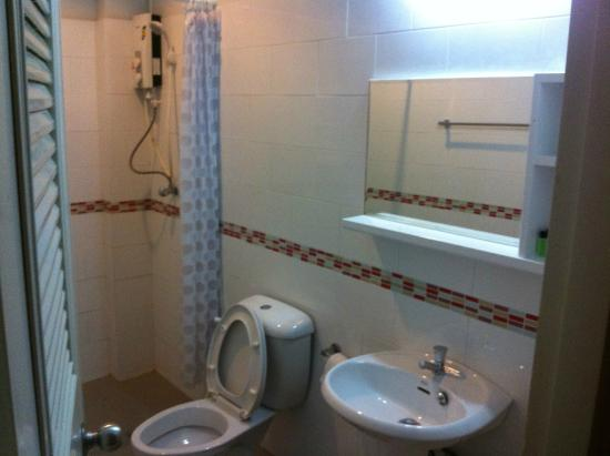 Palm Driving Range & Resort: Bathroom