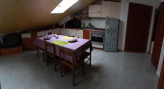 cucina mansarda - Foto di B&B Il Bugia Nen, Collegno - TripAdvisor