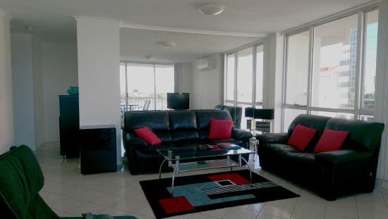 Moorings on Cavill Avenue: lounge