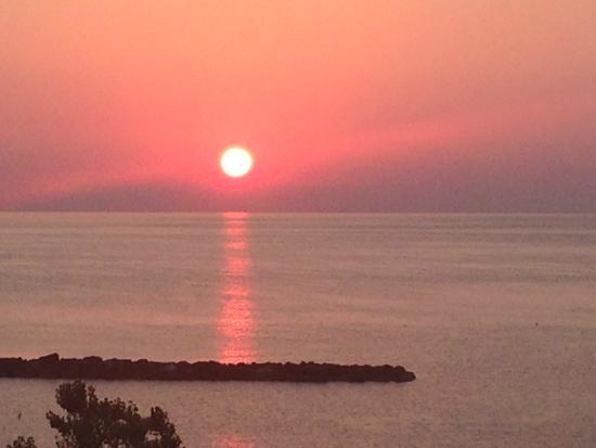 Hotel Bahia: il sole nasce visto dal mio letto