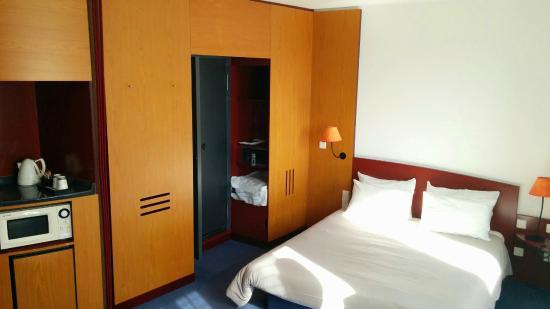 O est ce store bild von novotel suites hamburg city for Suite hotel hamburg