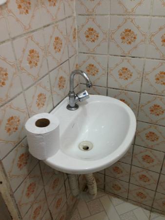 Pia Do Banheiro Pequena Mas Adequada Foto De Novo Hotel