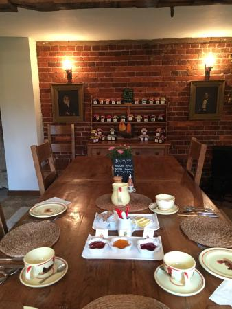 Hallwood Farm Oast House B & B: Our very English breakfast setup
