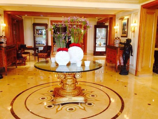 Le Vendome Beirut: Hotel, restaurant, lobby, room