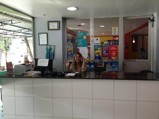 Novo Hotel Brasil: Desk na recepção do hotel
