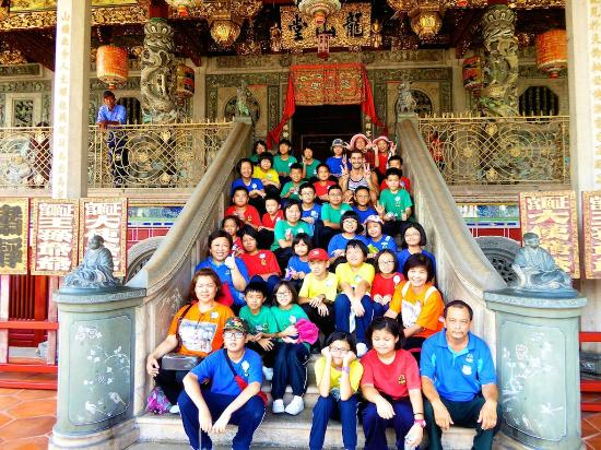 Khoo Kongsi: To our delight, this cute group of Malaysian school children hijacked our photo at the Khoo Kong