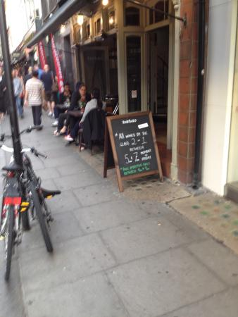 Old Compton Street: Rustiko - new wine bar in Soho - nice selection, great service and a happy hour to make it extra