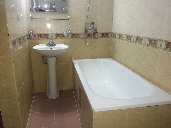 Stars Hotel: Bathrooms