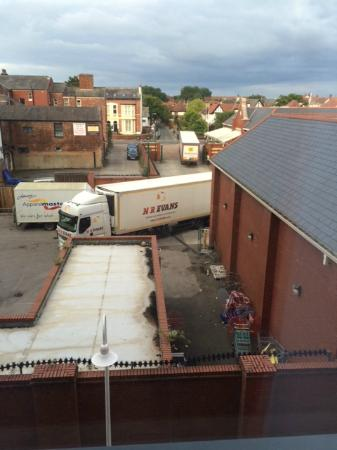 Travelodge Southport Hotel : View from window at 6am - delivery lorries!