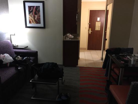 Holiday Inn Express & Suites Dayton-Centerville: Little sitting area next to fridge area