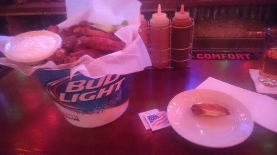 Brother Jimmy's BBQ: Bucket o' Wings
