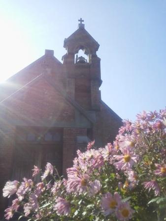 Hirosaki Shoten Church : 2014.11 小さな花壇にはよく手入れされた花が咲いていた