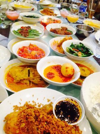 Pagi Sore Masakan Padang Kalimalang Jakarta Restaurant