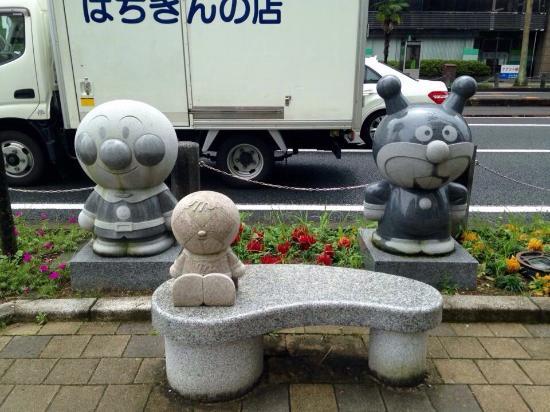 Ampan Man & Baikin Man Statue