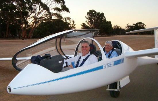 Beverley, Australië: The Club's DG1000 trainer glider
