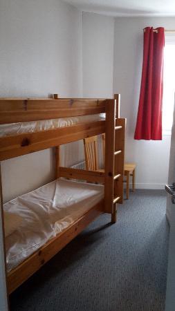 Vacancéole - Résidence de l'Océan : Chambres enfants et adulte ( séparées par une cloison sans porte)