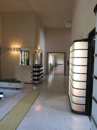hall d 39 entr e picture of villa cavrois croix tripadvisor. Black Bedroom Furniture Sets. Home Design Ideas