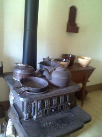 Uncle Tom's Cabin: Stove heater