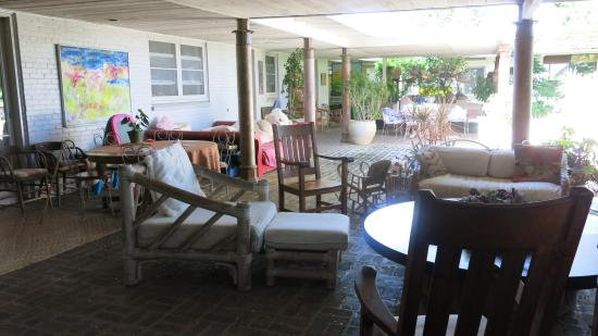 Diamond Head Bed And Breakfast: 3 separate seating areas