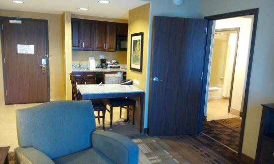 Homewood Suites By Hilton Coralville Iowa River Landing Kitchen