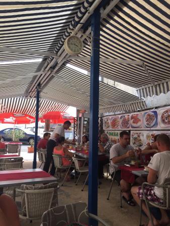 Jablanac, Kroatia: Haben einen Zwischenstopp mit dem Boot eingelegt und eine Pizza zu gegessen.  Super Qualität un