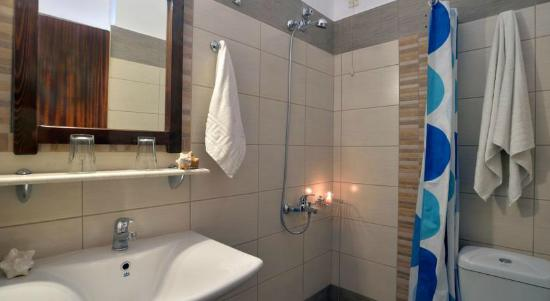 Maltezos Hotel: Bathroom