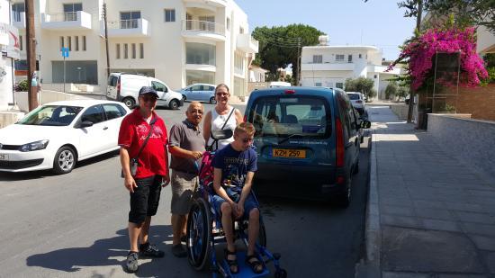 C & A Tourist Apartments: Met Anderas op eiland tour