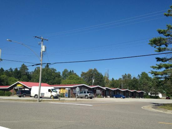 Huron Sands Motel : View from the street