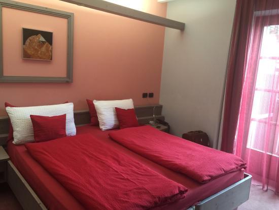 Hotel Marzia: Un Nido de amore , romantico , pulito , cordialità e simpatia , vista deliziosa , curato nei min