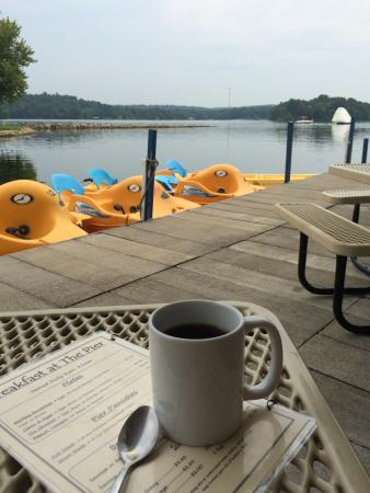 Kentucky Lakes / Prizer Point KOA: Breakfast with a view