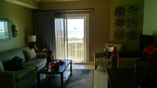 Holiday Inn Club Vacations Galveston Beach Resort: Living room/w pull out queen sofa bed