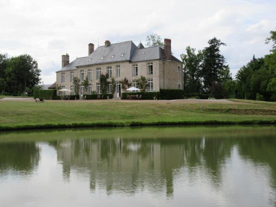 Chateau de Sarceaux : The Chateau from across the lake