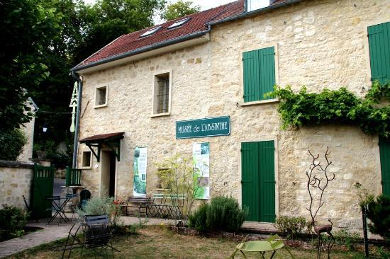Musée de l'absinthe : Façadecôté jardin